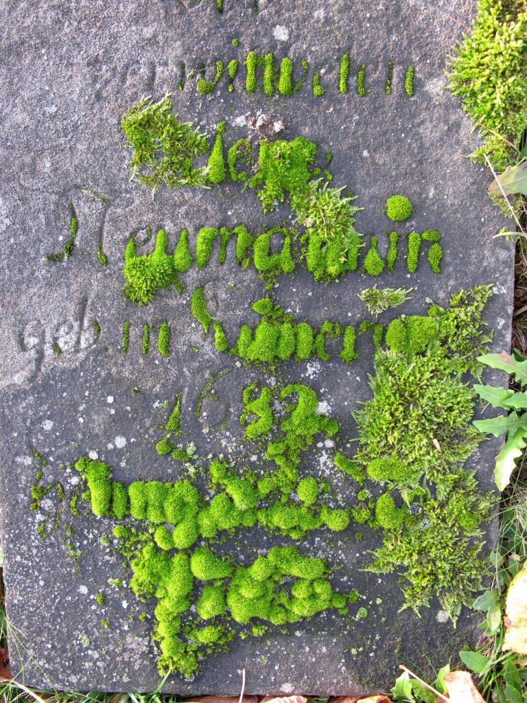 Grabsteininschrift mit alten Buchstaben